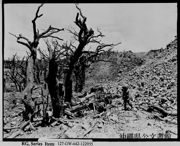 1945年 5月29日に撮影された首里城の焼け跡