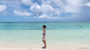 当サイトの筆者(茶子)とビーチの写真