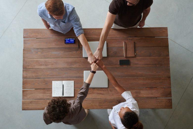 労務規則を考えるチームのイメージ